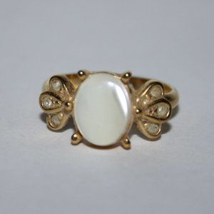 Vintage gold and mother of pearl ring size 7.25